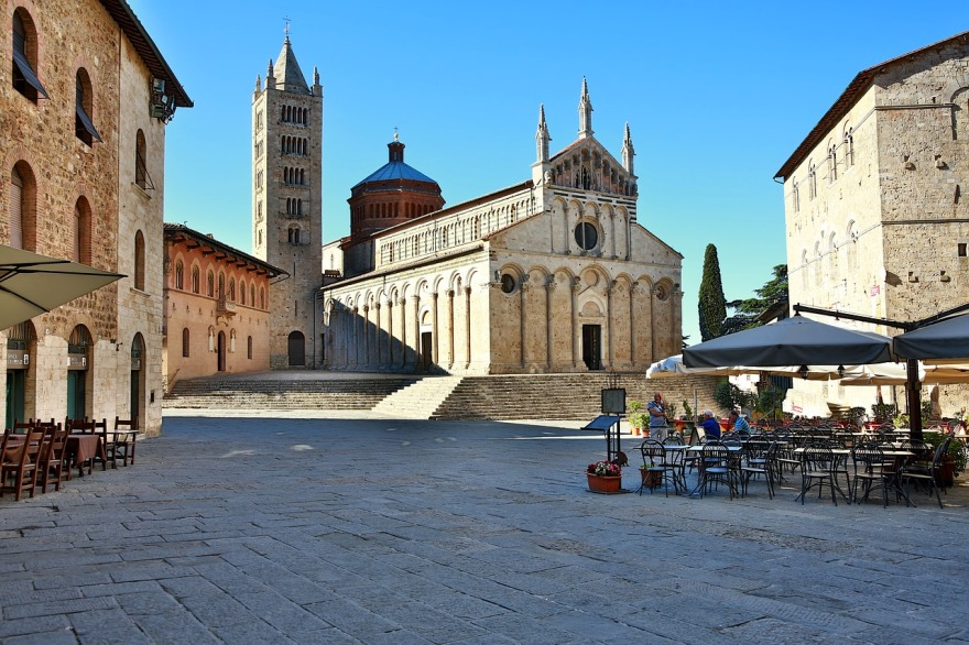 picture of italian city Massa Marittima to explain why italian courses are great