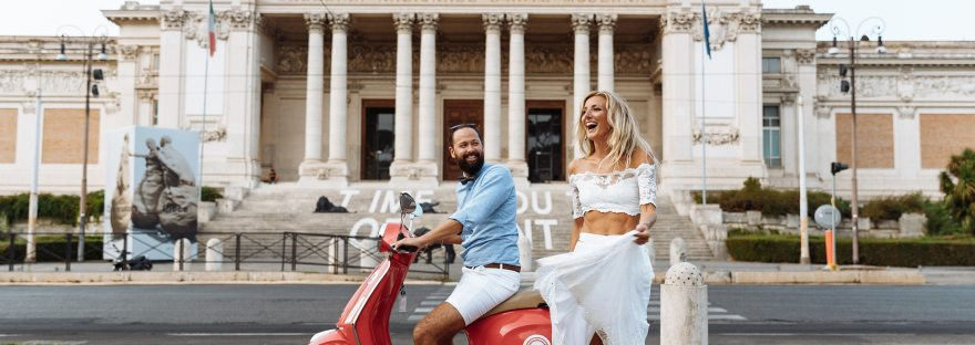 picture of a happy couple in vespa they learn italian